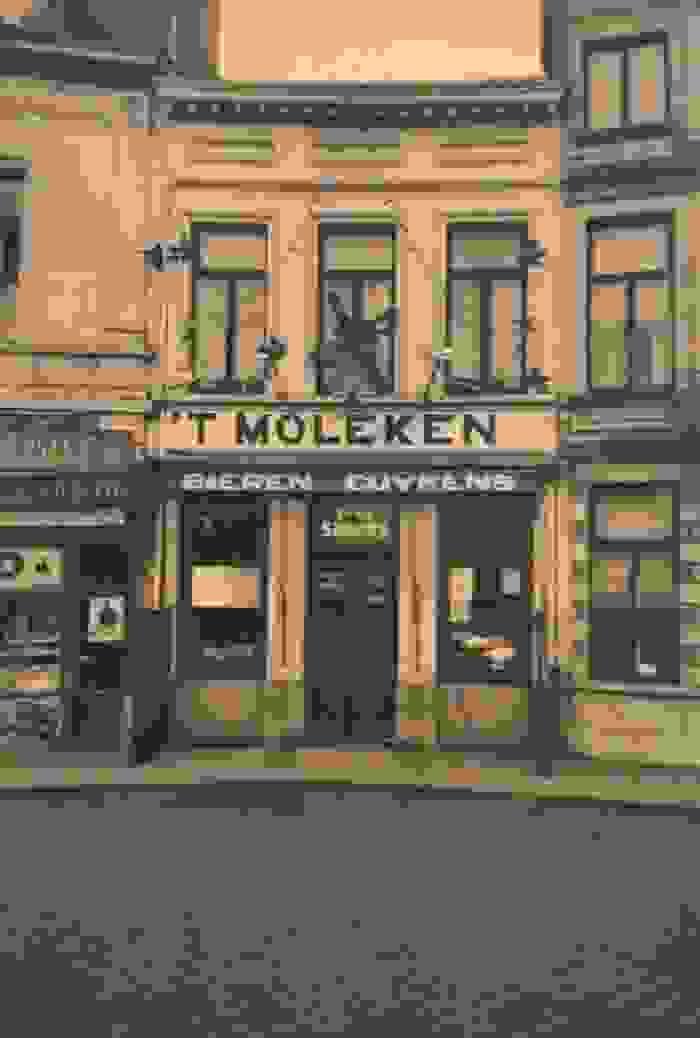 Café 't Moleken, uitgebaat door de ouders van Victoria Simons