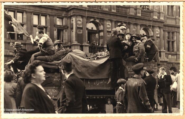 Tank op de Grote Markt tijdens de bevrijding
