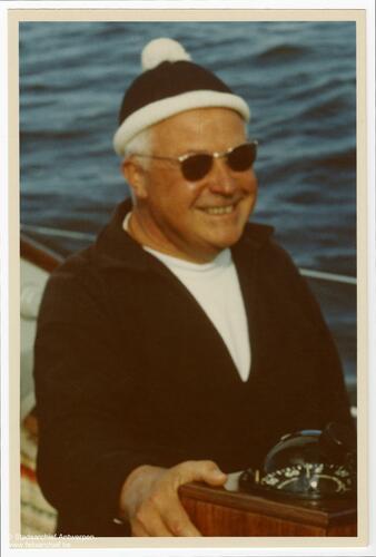 Man op een boot