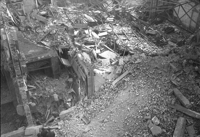 Appartementsgebouw in de Twee Netenstraat in puin