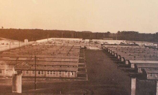 Een groot aantal barakken