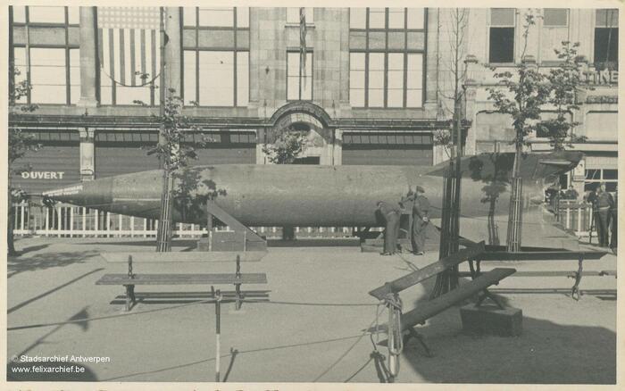V2 wordt tentoongesteld op de Groenplaats (© Stadsarchief Antwerpen)