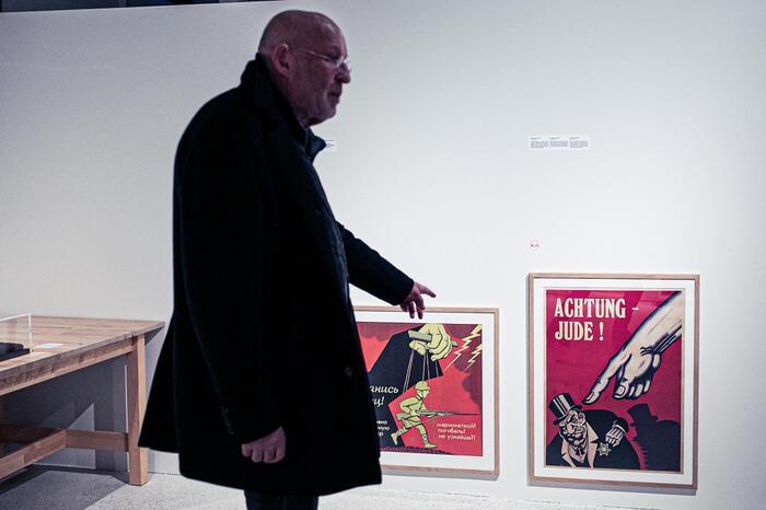 Arthur Langerman in de expo FakeImages.